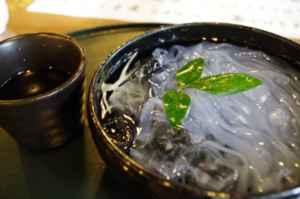日本では「葛切り」などの食用に使われる